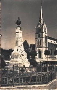 carte postale ancienne - 4 monument aux morts et église